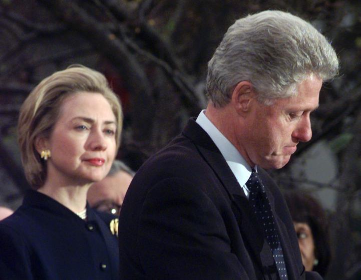 """Những khoảnh khắc """"không thể tình hơn"""" của Hillary và Bill Clinton-15"""
