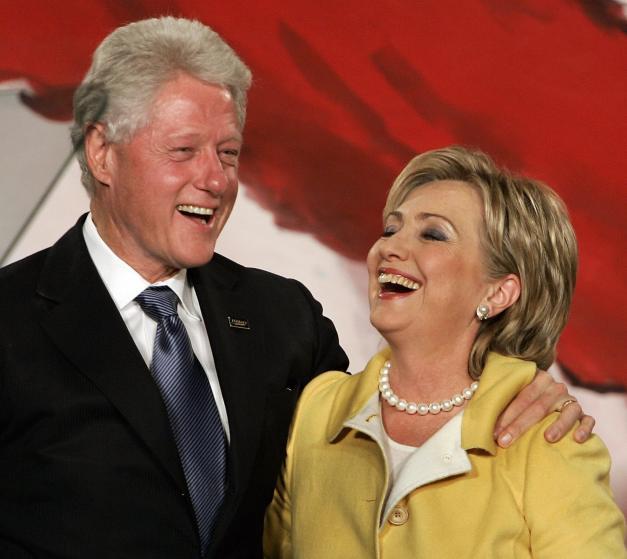 """Những khoảnh khắc """"không thể tình hơn"""" của Hillary và Bill Clinton-17"""
