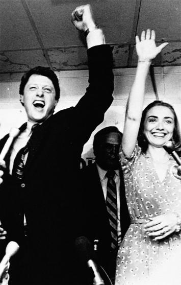 """Những khoảnh khắc """"không thể tình hơn"""" của Hillary và Bill Clinton-3"""