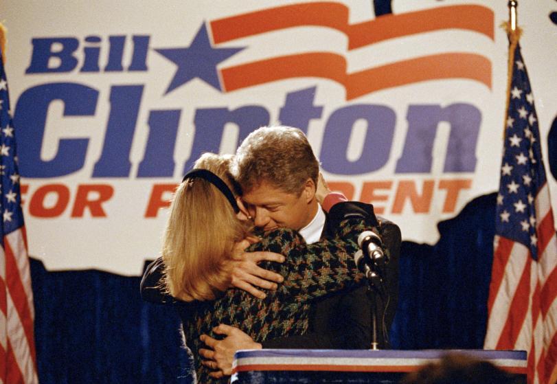 """Những khoảnh khắc """"không thể tình hơn"""" của Hillary và Bill Clinton-5"""