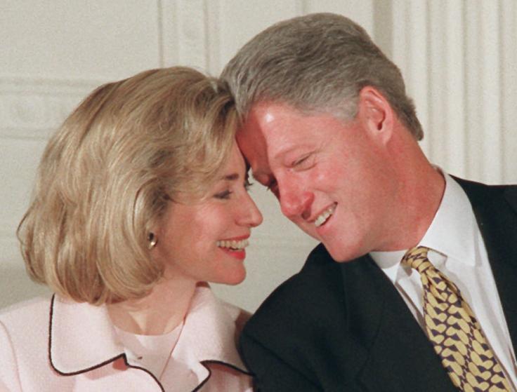 """Những khoảnh khắc """"không thể tình hơn"""" của Hillary và Bill Clinton-10"""