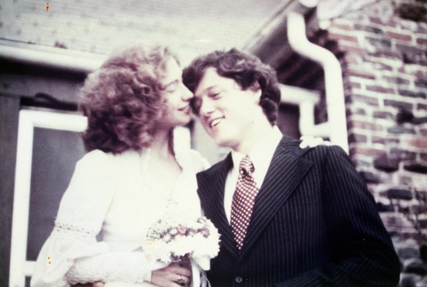 """Những khoảnh khắc """"không thể tình hơn"""" của Hillary và Bill Clinton-1"""