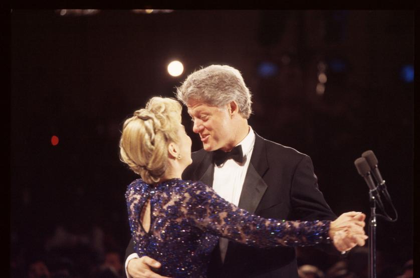 """Những khoảnh khắc """"không thể tình hơn"""" của Hillary và Bill Clinton-7"""