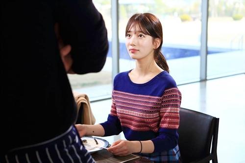 """yeu khong kiem soat tap 15: suzy """"chet sung"""" nhin kim woo bin hon gai giau - 3"""