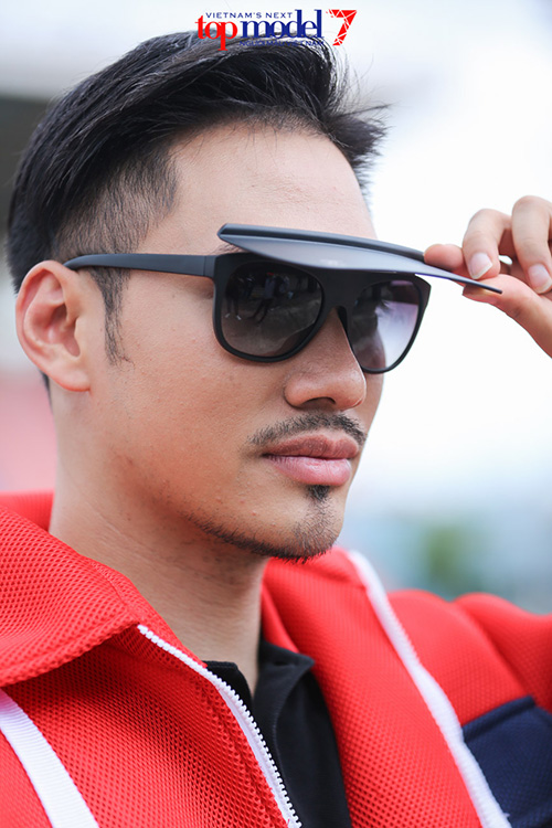 vn next top model: ly qui khanh deo kinh chong nang gan 40 trieu - 2