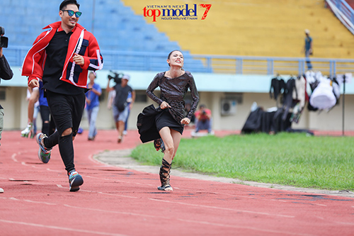 vn next top model: ly qui khanh deo kinh chong nang gan 40 trieu - 5