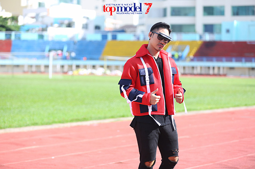 vn next top model: ly qui khanh deo kinh chong nang gan 40 trieu - 3