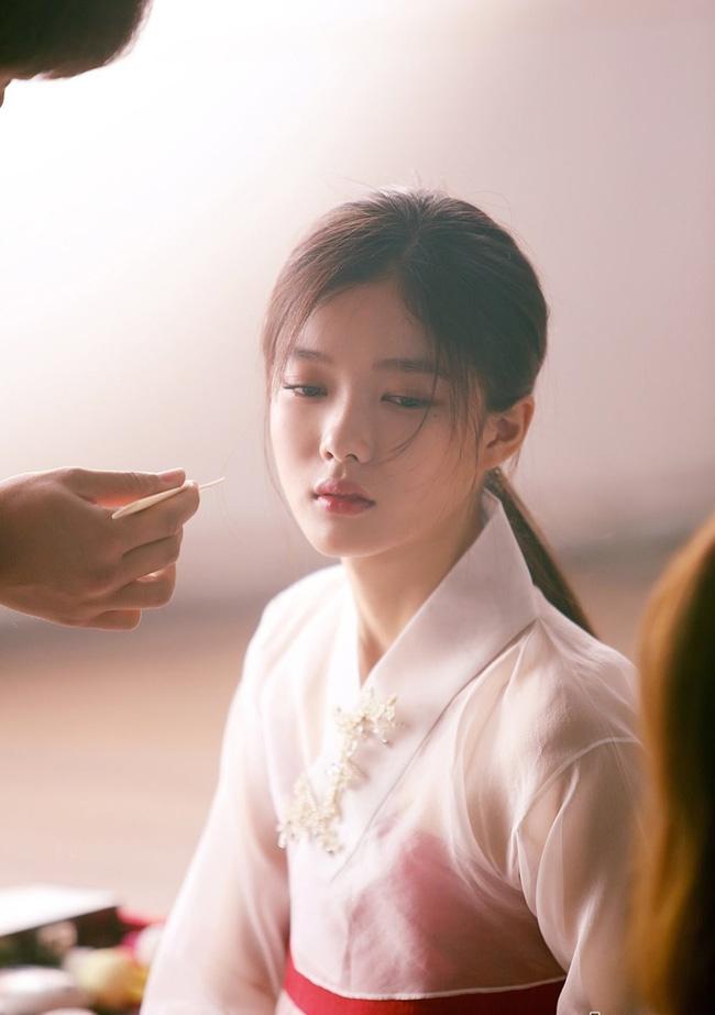 sao nhi kim yoo jung dep nhu nu than gay xon xao mang xa hoi - 1