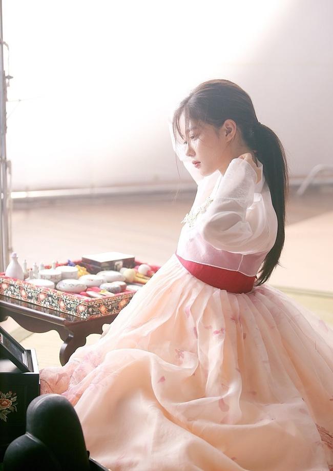 sao nhi kim yoo jung dep nhu nu than gay xon xao mang xa hoi - 3