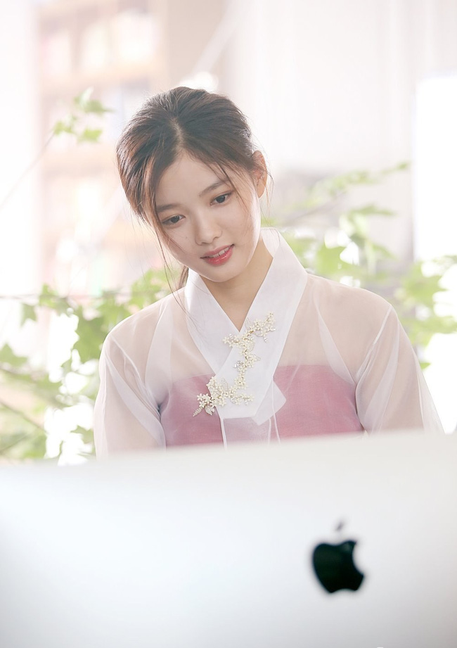 sao nhi kim yoo jung dep nhu nu than gay xon xao mang xa hoi - 5