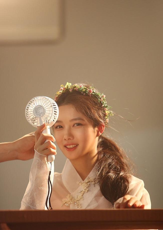sao nhi kim yoo jung dep nhu nu than gay xon xao mang xa hoi - 7
