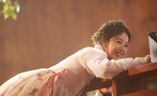 sao nhi kim yoo jung dep nhu nu than gay xon xao mang xa hoi - 6