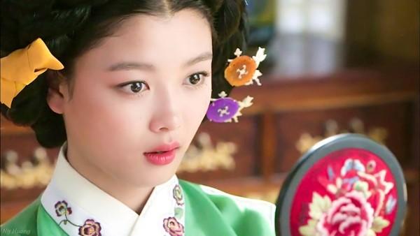 sao nhi kim yoo jung dep nhu nu than gay xon xao mang xa hoi - 8
