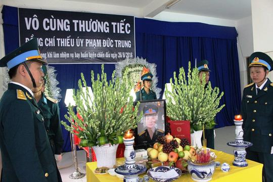 thang ham thieu uy cho phi cong roi may bay l-39 - 2