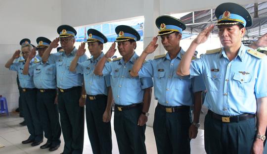 thang ham thieu uy cho phi cong roi may bay l-39 - 4