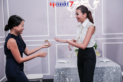 giam khao next top model dien sau hon ca thi sinh khi quay quang cao - 2