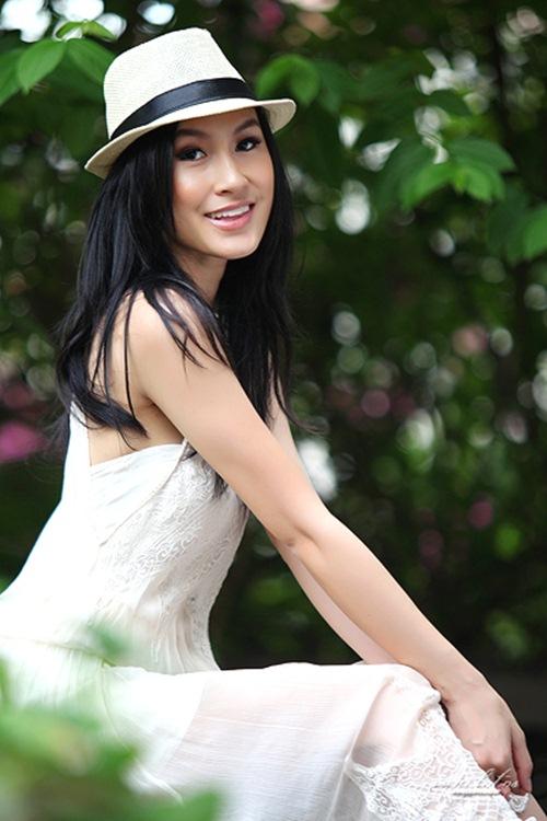 "kathy uyen lam host show co giai thuong ""khung"" nhat viet nam - 1"