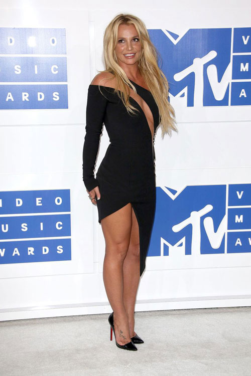 """lac mat"" ngam kim kardashian dien do xuyen thau toi mtv video music awards - 5"