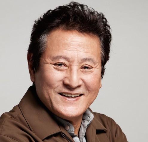 """ngoi sao 24/7: """"cu ong dep hon hoa"""" park geun hyung phai cap cuu khi dong phim - 1"""