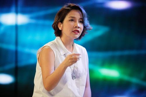 Diva Mỹ Linh xinh đẹp đi dạy hát cho thí sinh Vietnam Idol-7