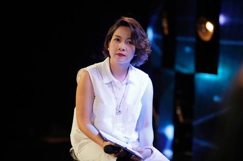 Diva Mỹ Linh xinh đẹp đi dạy hát cho thí sinh Vietnam Idol-9
