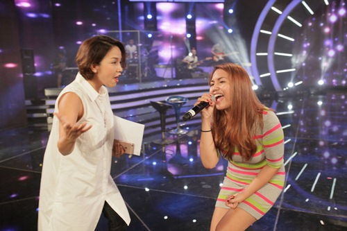 Diva Mỹ Linh xinh đẹp đi dạy hát cho thí sinh Vietnam Idol-15