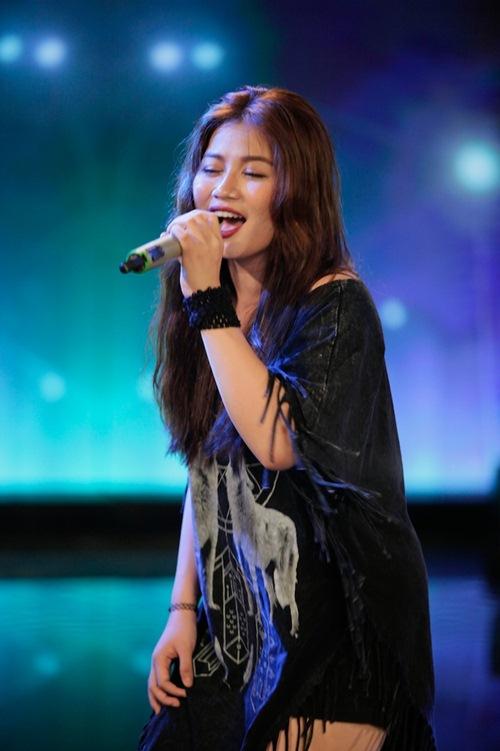 Diva Mỹ Linh xinh đẹp đi dạy hát cho thí sinh Vietnam Idol-18