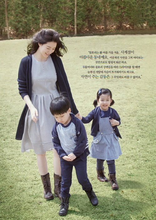 Lộ ảnh hiếm hoi vợ chồng Lee Young Ae đưa các con đi chơi-5