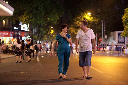 Ngàn người háo hức thưởng ngoạn phố đi bộ quanh Hồ Gươm-5