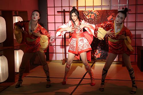 Trương Quỳnh Anh bất ngờ hóa sát thủ Geisha sắc lạnh mà quyến rũ-6