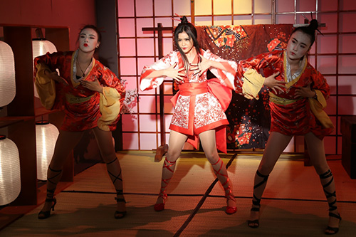 truong quynh anh bat ngo hoa sat thu geisha sac lanh ma quyen ru - 6