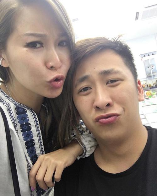 Vợ tỷ phú sòng bài Alvin Chau cùng con riêng của chồng đi du lịch Singapore-3