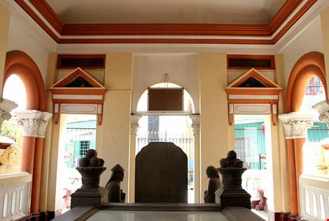 Choáng ngợp khu mộ cổ của bá hộ giàu nhất Sài Gòn xưa-13