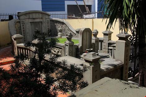 Choáng ngợp khu mộ cổ của bá hộ giàu nhất Sài Gòn xưa-17