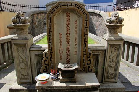 Choáng ngợp khu mộ cổ của bá hộ giàu nhất Sài Gòn xưa-18