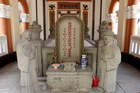 Choáng ngợp khu mộ cổ của bá hộ giàu nhất Sài Gòn xưa-4