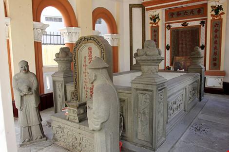 Choáng ngợp khu mộ cổ của bá hộ giàu nhất Sài Gòn xưa-7