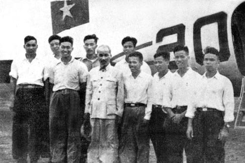 Ký ức cảm động về những chuyến bay chở Bác Hồ-1