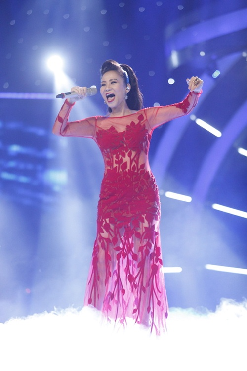 vietnam idol: thu minh dien vay long lay, bat ngo hat tang khan gia - 4