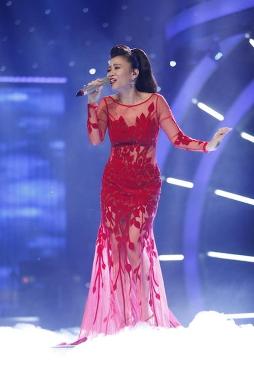 vietnam idol: thu minh dien vay long lay, bat ngo hat tang khan gia - 3