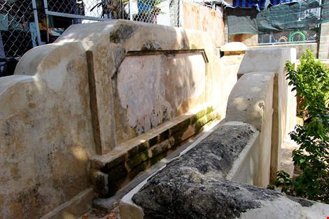 Mộ cổ khang trang của vị tiền hiền sáng lập chợ Thủ Đức-7