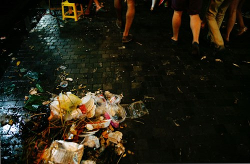Quanh Hồ Gươm ngập rác sau 3 ngày thí điểm phố đi bộ-4
