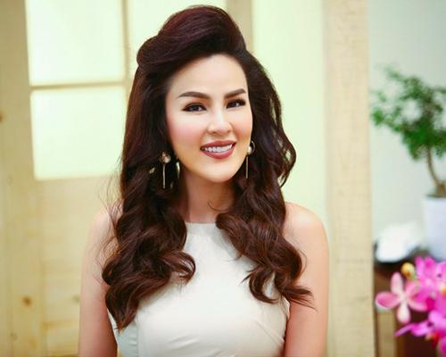a hau phuong le mac dam trang kheo khoe eo thon - 1