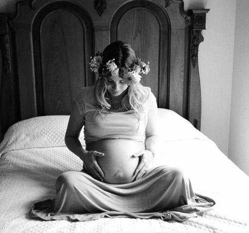 Câu chuyện xúc động đằng sau bức ảnh em bé giữa nghìn ống tiêm-3