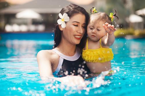 trang tran hanh phuc khoe duong cong ben be boi cung con gai - 7