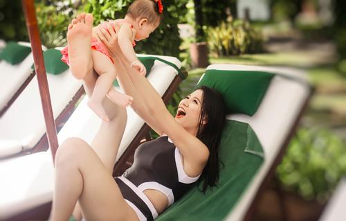 trang tran hanh phuc khoe duong cong ben be boi cung con gai - 14