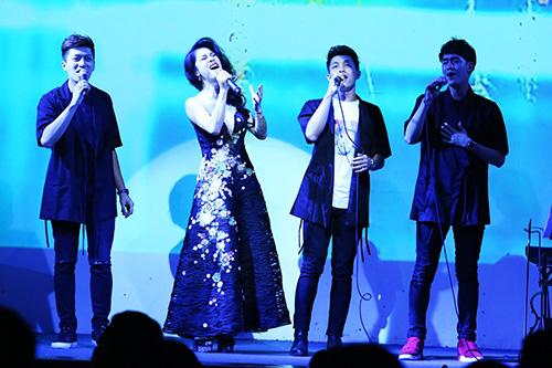 thu phuong dien dam long lay, khoe giong hat ben dan hot boy - 4