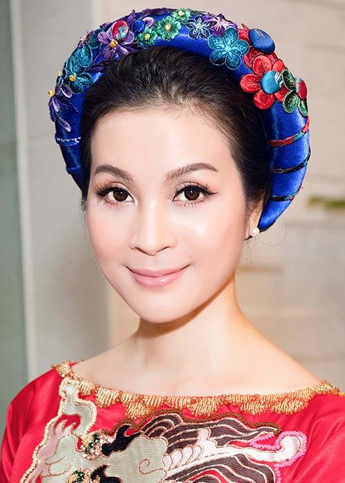mc thanh mai mac ao dai, ngoi xe sang den du tiec don tong thong phap - 5