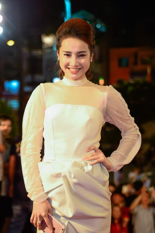 """nha phuong, tran thanh """"le bong"""" tren tham do vtv awards - 1"""