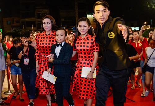 """nha phuong, tran thanh """"le bong"""" tren tham do vtv awards - 11"""